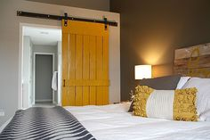 Houten schuifdeur in slaapkamer