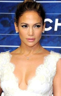 Jennifer Lopez Gallery, Jennifer Lopez Photos, Hairstyles Long Bob, Wedding Hairstyles, Bun Hairstyles, Oscar Party, American Music Awards, Pretty People, Beautiful People