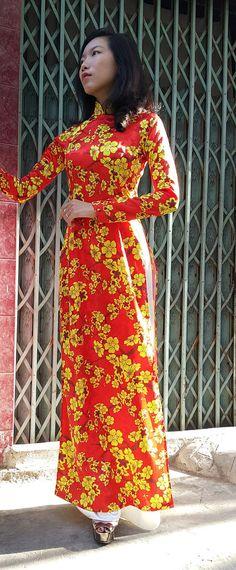ao dai /  aodai / vietnam / vietnamese / vietnamese dress / green dress / vietnamese ao dai / green ao dai / vietnam ao dai / silk ao dai