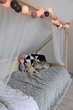 Custom-made cot made of spruce beams and panels. The bed is removable and . Custom-made cot made of spruce beams and panels. The bed is removable and . Coastal Bedrooms, Trendy Bedroom, Luxurious Bedrooms, Bedroom Bed, Girls Bedroom, Girl Rooms, Chambre Nolan, Loft Room, Childrens Beds