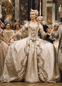 bKirsten Dunst as Marie Antoinette in  iMarie Antoinette/i/b brbr [Photo Credit: Columbia Pictures]