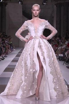 Gorgeous Embroidered White Beige Off Shoulder Slit Evening Dress Evening Ball Gown with Deep V-Neck Cut Long Sleeves and a Train Fall Winter 2019 2020 Haute Couture Collection Fashion Runway by Ziad Nakad Elegant Dresses, Pretty Dresses, Beautiful Dresses, Haute Couture Dresses, Haute Couture Fashion, Couture Collection, Runway Fashion, Fashion Trends, Bridal Dresses