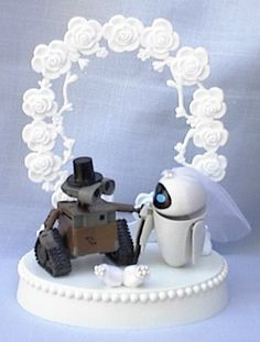 Wall-E & Eva cake topper...ok its not for me but its still pretty cute