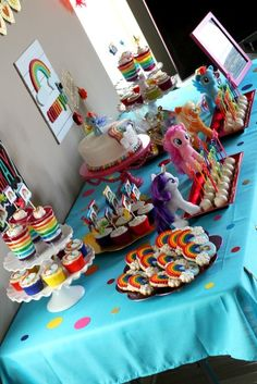 Cami's Rainbow Dash {My Little Pony} Birthday Party – Ellery Designs - cookies and cake My Little Pony Party, Fiesta Little Pony, Cumple My Little Pony, Little Girl Birthday, My Little Pony Cupcakes, Rainbow Dash Party, Rainbow Dash Birthday, Rainbow Parties, Rainbow Jello