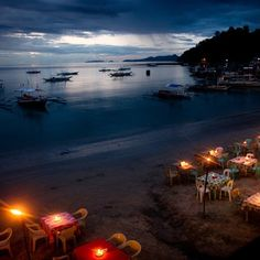 Witness the dramatic and amazing scene of sundown while having your romantic dinner date at Apulit Island Resort of El Nido Palawan.