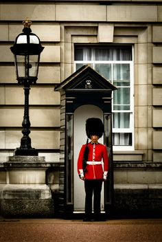 Guarding the Queen, Buckingham Palace, London, England