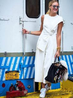 На Нины Зюсс: Dior So Real солнцезащитные очки (£ 302);  Fendi мешок;  Adidas Stan Smith Тренеры (£ 70).  Стиль Примечания: Нет гарм не слишком шикарно для пары тренеров, так что нагрузка на ...