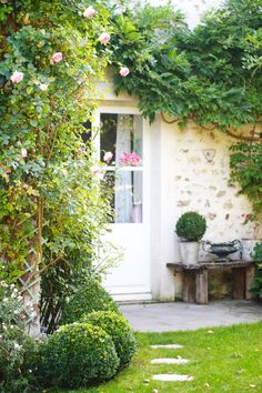 Charming stone exterior and climbing vines in the #FrenchFarmhouse of Tania Bourea. #FrenchCountry