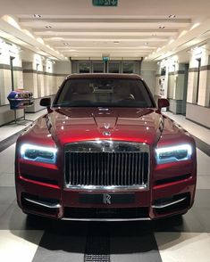 TAG someone who would love to drive this Cullinan! Bentley Continental Gt Convertible, Rolls Royce Dawn, Royce Car, Rolls Royce Cullinan, Rolls Royce Phantom, Maybach, Expensive Cars, Bugatti, Drag Racing