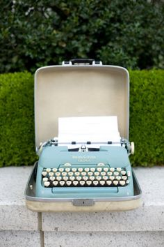 I love the idea of a typewriter as a guestbook.