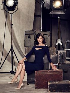 Famous In Love Perrey Reeves Image 1 (33)