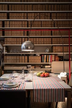Among all the masters who shaped the history of design in Italy, Achille Castiglioni left an indelible mark. Now, the foundation named after him is offering the public the chance to see many of the objects he designed in a domestic setting: the beautiful and perfectly preserved apartment that used to house his studio