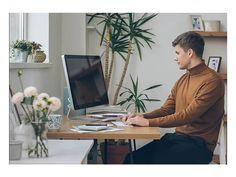 Rückenschmerzen vorbeugen mit einem höhenverstellbaren Schreibtisch. Desk, Furniture, Home Decor, Writing, Table Desk, Interior Design, Offices, Home Interior Design, Table