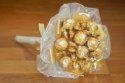 Čoko-karamelová kytica Ferrero&Werther´s<br />9ks ferrero rocher<br />18ks werthers original<br />Organza, dekorácie<br />Orientačná cena: 22,22 EUR