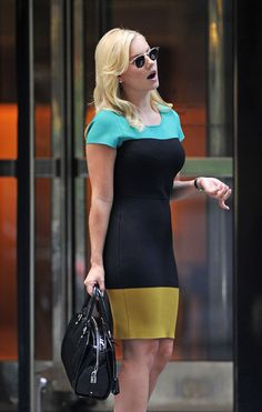 Elisha Cuthbert Photos Photos - Actress Elisha Cuthbert is seen leaving her apartment in New York.  The 28-year-old actress recently attended the  BCBGMAXAZRIA event during the Mercedes-Benz New York Fashion week. - Elisha Cuthbert Leaves Her NYC Apartment