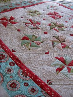 ***Update***  This pattern is called Paper Roses by Fig Tree Quilts.  You can get it here .   So, this is Sherri's  quilt - excellent piecin...