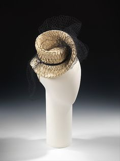 Hat Sally Victor 1938 Culture: American Medium: paper, synthetic, silk Dimensions: 8 x 10 in. x cm) Credit Line: Brooklyn Museum Costume Collection at The Metropolitan Museum of Art Vintage Outfits, Vintage Fashion, Vintage Clothing, 1930s Fashion, Women's Fashion, Millinery Hats, Costume Collection, Costume Institute, Love Hat