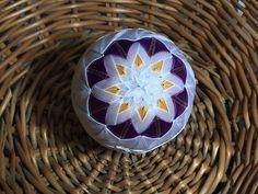 Dekorácie - vianočné patchworkové gule fialovo-bielo-zlaté - 7148595_