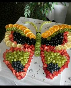 These party platter ideas will blow your mind! Not your average Veggie Tray or Fruit Tray! Learn how to create themed vegetable and fruit trays for your holiday party! Butterfly Birthday Party, Butterfly Baby Shower, Butterfly Food, Butterfly Shape, Butterfly Garden Party, Baby Shower Fruit, Garden Birthday, Butterfly Cakes, Monarch Butterfly