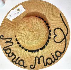 Chapéu + Nome + Coração Vazado + Coroa de Pompom 0703cd7123e