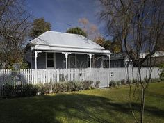 Stalking today in the little country town of Woodend, Victoria. A sweet cottage overflowing wit...