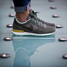 Nike Free 4.0 V2 Running Shoe (Women) | Nordstrom- I dont own a pair of tennis shoes but I would actually wear these Tenis Branco Masculino, Tenis Masculino, Looks Com Sneakers, Sapatos Online, Sapatos Grátis Da Nike, Sapatos Femininos Nike, Tênis De Corrida, Sapatos Bonitos, Sapatos Para Mulheres