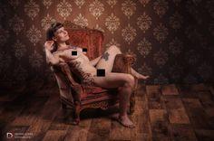 Gisteren weer een nieuw model leren kennen en vooral weer een fun shoot gehad.  Mijn excuses voor de overdreven censuur ook waar het eigenlijk niet nodig is maar Facebook begint echt te overdrijven in het bannen van collega fotografen en modellen dus ik speel op zeker.  Model: Sin Fotograaf: Dennis Claes Fotografie CENSORED IMAGE www.dennisclaes.be #model #nude #censored #chair #woodenfloor #retro #vintage #relax