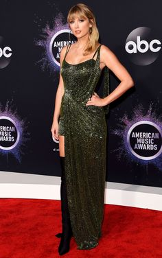 Taylor Swift shined in a sequin Julien Macdonald gown on the red carpet ahead of her retrospective performance at the American Music Awards — see the look Taylor Swift Outfits, Taylor Swift Gown, Taylor Swift Vestidos, Taylor Swift Facts, Taylor Swift Pictures, Red Taylor, Taylor Swift Style, Taylor Alison Swift, Celebrity Dresses