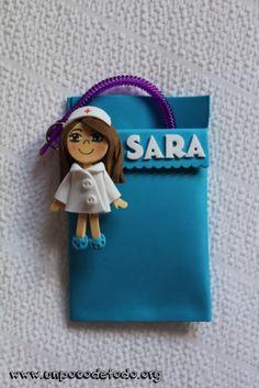 www.unpocodetodo.org - Salvabolsillos de Belén, Gema y Sara - Salvabolsillos - Broches - Goma eva - crafts - custom - customized - enfermera - enfermeria - foami - foamy - manualidades - nurse - personalizado - portabolis - 2