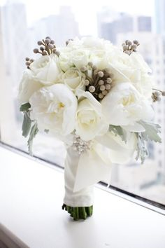 LOVE THIS for a bridal bouquet - Bruna Berries