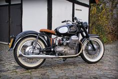 If you have to have a Moto Guzzi, this is surely it. Moto Guzzi Motorcycles, Vintage Motorcycles, Scrambler, Guzzi V7, Craft Shed, Bike Shed, Motorcycle Style, Car Manufacturers, Ducati
