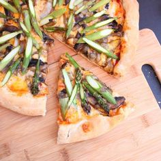 Asparagus Pizza with Onions and Portobello Mushrooms {Via Alimentageuse}