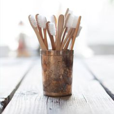 wooden toothbrushes//