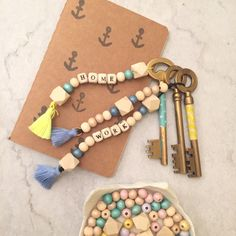 DIY The key wooden doors Crafts To Sell, Diy And Crafts, Dollar Store Hacks, Wooden Beads, Little Gifts, Diy Fashion, Jewelry Crafts, Diy Gifts, Jewelery
