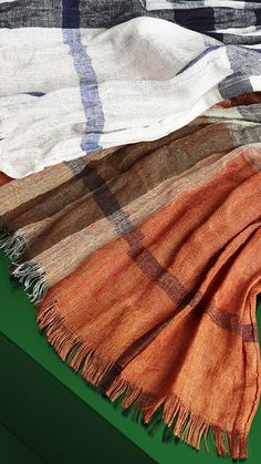Lightweight men's scarves in classic Burberry check