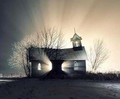 Abandonado-iglesia-en-nieve