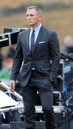Brèves de tournages James Bond Style, James Bond Suit, James Bond Movies,  Bond 8e42f7f54e1c