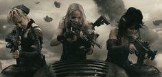 http://366weirdmovies.com/wp-content/uploads/2011/03/Sucker-Punch-movie-zack-synder-image-pic.jpgからの画像