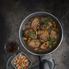 Varkenshaas in sherrysaus of Solomillo de cerdo en salsa de PX, het recept voor varkenshaas in een heerlijke saus van PX sherry, amandelen en rozijnen.
