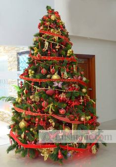 Christmas tree decorating with ribbons offers creative, colorful and fun ideas