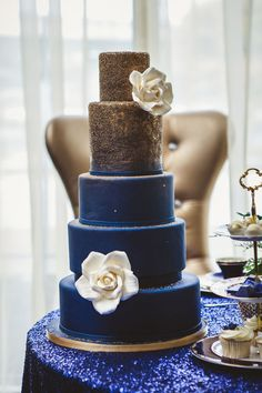 10 Of The Best Colors Matching Royal Blue Wedding Cakesmetallic