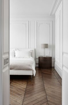 herringbone floors and those walls Classic bedroom with molding wall and chevron parquet floor. In the project 16 Montagu Square … Home Decor Styles, Cheap Home Decor, Planchers En Chevrons, Bedroom Vintage, Elegant Homes, Apartment Interior, Apartment Layout, Apartment Design, Decor Interior Design
