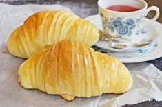 Gigantikus croissant (bögrésen is), recept Bread And Pastries, Ciabatta, Sweet And Salty, Finger Foods, Food To Make, Delish, Bakery, Sweet Treats, Food And Drink