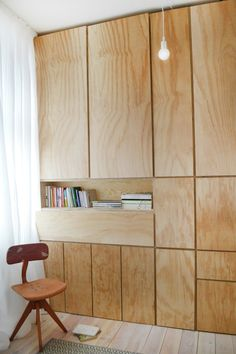 """Sehr einfaches, """"bescheidenes"""" Material. Panels kreieren subtile Geometrie und haben dedizierten Nutzwert."""