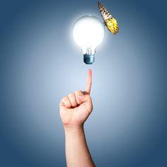 Positives Denken und eine gesunde Portion Optimismus können das Leben erheblich einfacher und unbeschwerter machen. Aber nicht alle Menschen verfügen über diese Fähigkeit. Manche Menschen bringen von Natur aus ein sonniges Gemüt mit. Andere tun sich damit sehr schwer - sie haben eine eher negative, ängstliche und besorgte Grundeinstellung. Aber es ist möglich die Kontrolle über die eigenen Gedanken zu erlangen und die unbewussten, negativen Denkmuster aufzulösen und in positive…