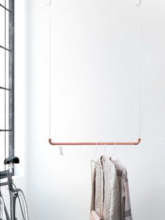 Design coat bar by rod & knot – THE COPPERROPE hanging from copper and cotton rope (white), ceiling fastening, design coat rack Design Kleiderstange von rod & knot THE COPPERROPE aus Hanging Wardrobe, Hanging Closet, Clothes Rod, Copper Bar, Hanging Racks, Hanging Clothes Racks, Copper Tubing, White Ceiling, Cotton Rope