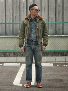 sort of B-15 Workwear Fashion, Denim Fashion, Fashion Outfits, Trench Coat Style, Loose Fit Jeans, Denim Jeans Men, Japan Fashion, Looks Style, Military Fashion