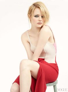 Emma Stone Workout Routine and Diet Plan. Emma Stone Workout Routine consists of Rock climbing, Pilates and Walking. Beautiful Celebrities, Beautiful Actresses, Beautiful Women, Actress Emma Stone, Beauté Blonde, Vogue Us, Vogue Photo, Hollywood, Poses