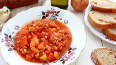 Už dlho som chcela pripraviť dobré výdatné zeleninové jedlo. Husté, sýte a plné chutí.  Nahrubo nakrájaná mrkva a  cuketa mu pridávajú svoje čaro. Príprava je úplne jednoduchá, tak ho určite vyskúšajte  http://www.patincatsomekitchen.com/zeleninove-ragu