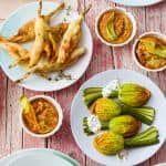 I fiori di zucca pastellati e fritti sono un contorno sfizioso, croccante e dorato, che colorerà la tua tavola. Prova la ricetta di Sale&Pepe.
